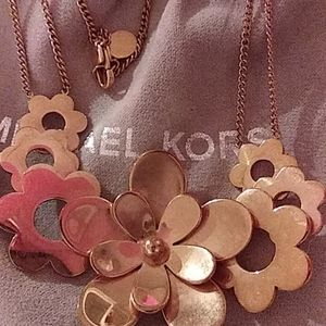 Michael kors neacklace wore one time rose gold